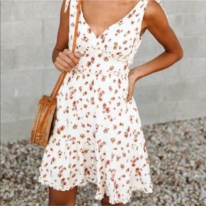 Bohme Tie Floral Print Sundress Cream Size: M